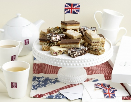 https://feerie.com.ua/sites/default/files/styles/for_country/public/2018-12/Jubilee-afternoon-tea-party-by-crumb.jpg?itok=e2pcnAOS