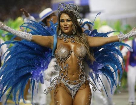 Танцовщица самбы